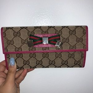 pink/tan auth gucci continental wallet with bow